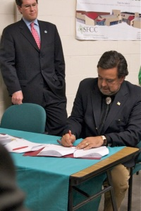 richardsonbillsigning1